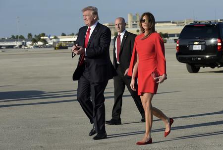 Melania Trump Red Cross Fucsia Look Givenchy Rojo 3