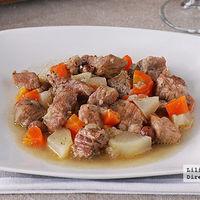 Estofado de cerdo al ron con verduras. Receta