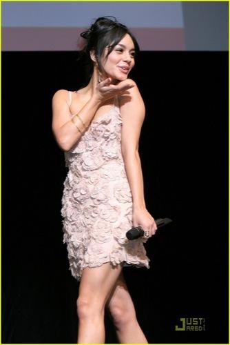 Vanessa Hudgens y Zac Efron en la premiere de High School Musical 3 en Tokio