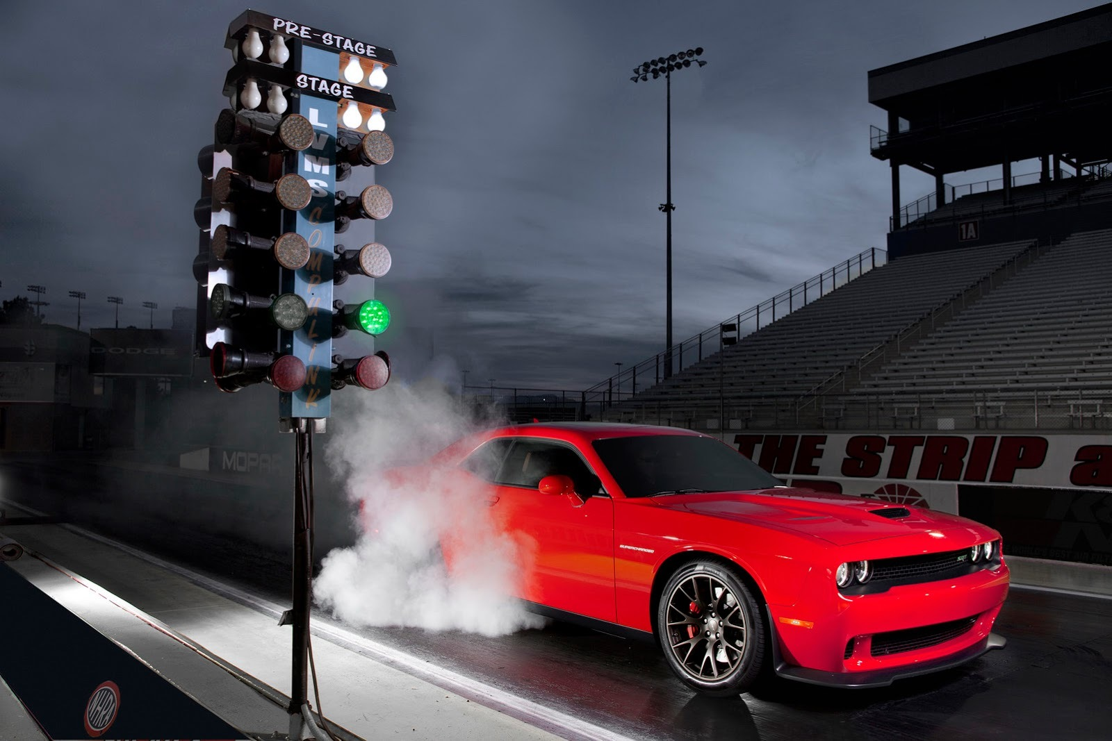 Foto de Dodge Challenger SRT Hellcat (7/24)