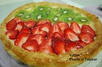 Tarta de fresas y kiwi