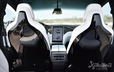 Tesla Model X Mexico 03