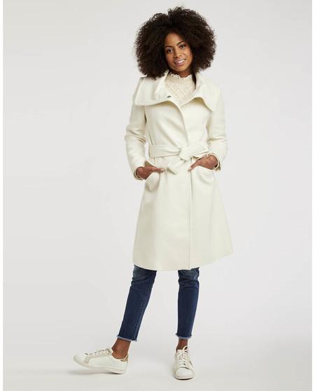 Abrigo de mujer con cinturón y maxi solapas