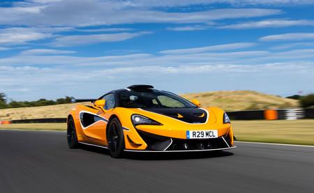 El espectacular McLaren 620R se vuelve más agresivo gracias al Pack R, con homenaje al F1 Longtail incluido