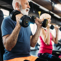 La fuerza de agarre que tengan en las manos podría predecir el riesgo de caída en adultos mayores