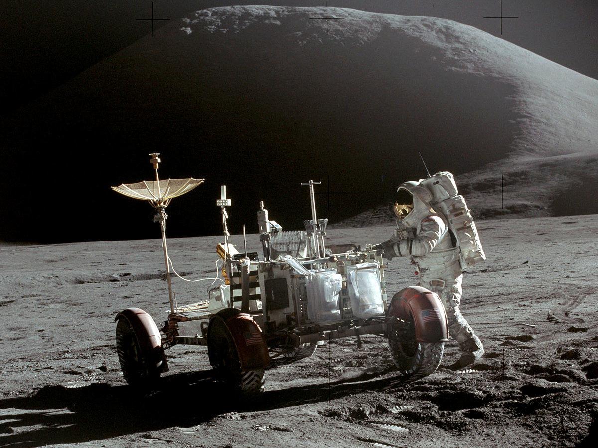 El 'Astronauta Caído': cómo el único monumento espacial acabó oscurecido por los escándalos y los intereses personales