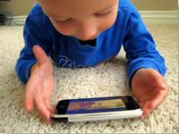Los smartphones y tabletas no son niñeras para niños pequeños: los pediatras japoneses recomiendan evitar su uso prolongado