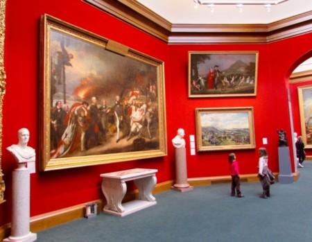Galería Nacional de Escocia con niños
