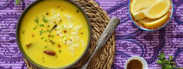 Kadhi o sopa india de yogur, cúrcuma y harina de garbanzos: receta ligera y digestiva para amantes de las especias