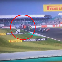 Aunque no lo parezca nadie salió herido de este terrible accidente en el Campeonato Británico de Superbikes