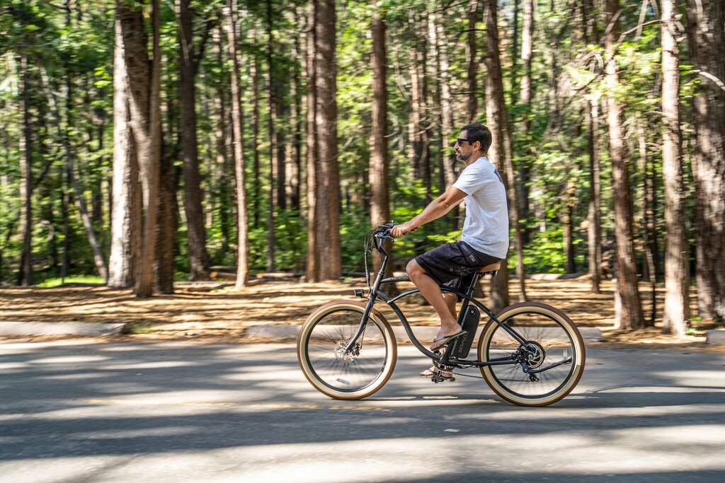2.500 euros para comprar una bici eléctrica a cambio de entregar tu coche antiguo: el plan de Francia para reducir emisiones