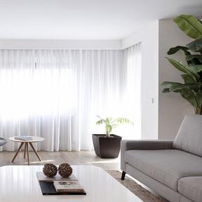Un piso en Valencia que representa el nuevo minimalismo;  volúmenes muy definidos y blanco monocromo