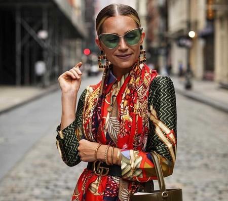 El estampado de pañuelo ya ha llegado al street style: siete looks que nos inspiran a lucirlo este otoño