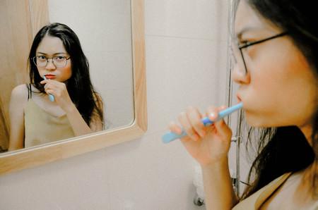 Cepillarse los dientes puede ser una práctica de ayuda para proteger el corazón según un reciente estudio