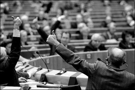 """El Parlamento Europeo en defensa de las """"infraestructuras críticas"""" y el entendimiento con EE.UU."""