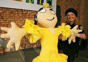 Globalita, una muñeca a favor de la infancia se viste de moda