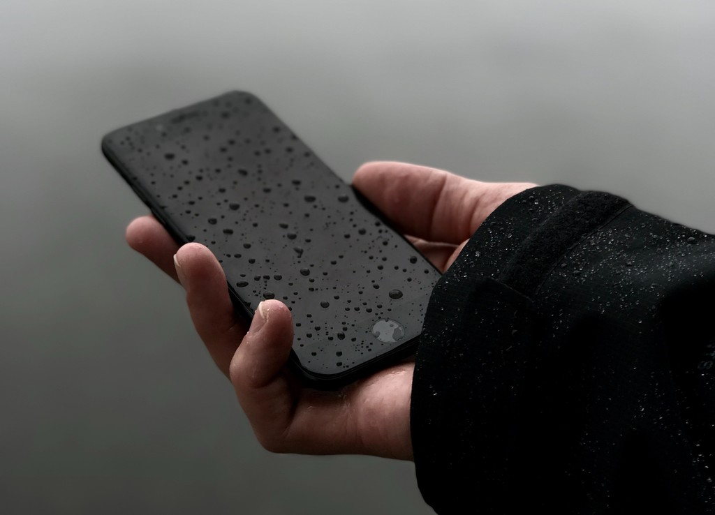 Apple patenta un sistema de eyección de agua para los altavoces del iPhone