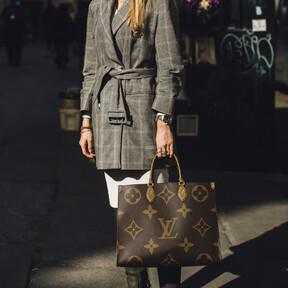 Adiós minimalismo, hola logomanía: cinco bolsos XL para una vuelta a la oficina plagada de firmas