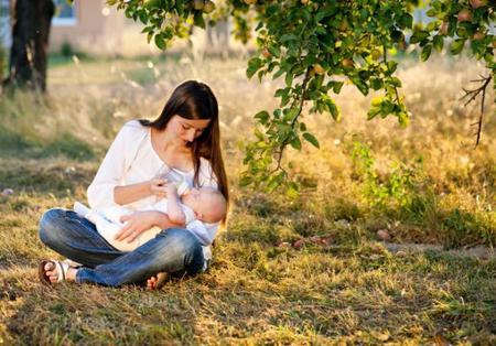 Lo que no se le debe decir a una mujer que da leche artificial a su bebé