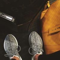 Clonados y pillados: Kanye West a tus pies pero con firma Uterqüe