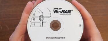 En 2021 es posible comprar una copia oficial de WinRAR en CD, y esta es una de las (probablemente pocas) personas que lo han hecho