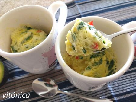 Mug cake salado o pastel en taza de vegetales