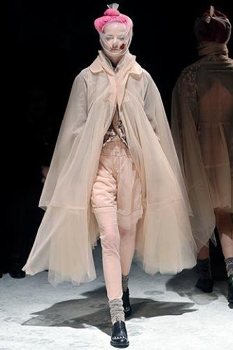 Comme des Garçons Otoño-Invierno 2009/2010 en la Semana de la Moda de París, princesa