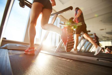 Entrenamiento de cardio en el gimnasio: los mejores consejos para utilizar la elíptica, el remo, la bici y la cinta