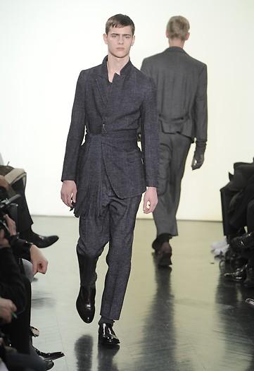 Foto de Yves Saint Laurent, Otoño-Invierno 2010/2011 en la Semana de la Moda de París (3/13)