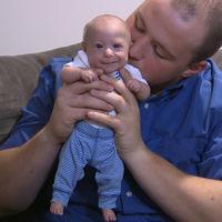 El curioso caso de Matthew: tiene 7 meses y parece un recién nacido