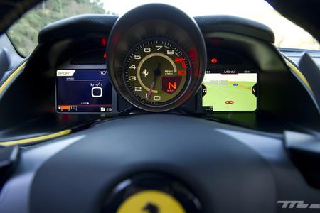 Ferrari 812 Superfast cuadro relojes y pantallas