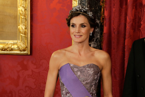 Doña Letizia se viste de 'princesa' en el primer look de gala del año