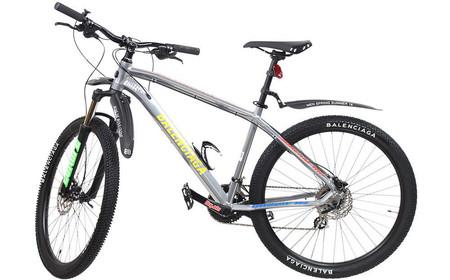 Sí, las bicicletas que vimos en el desfile de Balenciaga también las podrás comprar