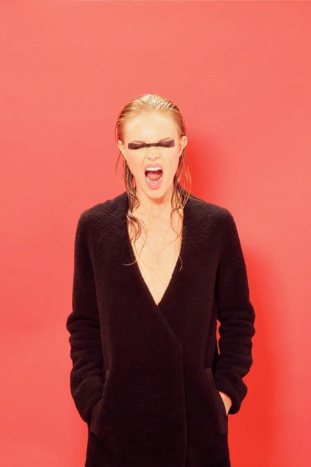 Colección Kate Bosworth para Topshop Navidad Otoño 2013 abrigo negro