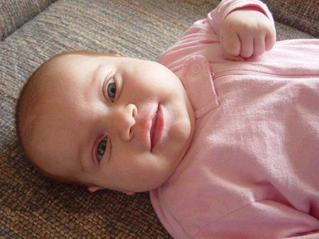Un bebé que no sonríe ni mira a los ojos, ¿podría ser autista?