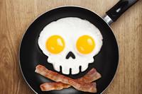 Desayuna de miedo en Halloween con este molde calavera para huevos