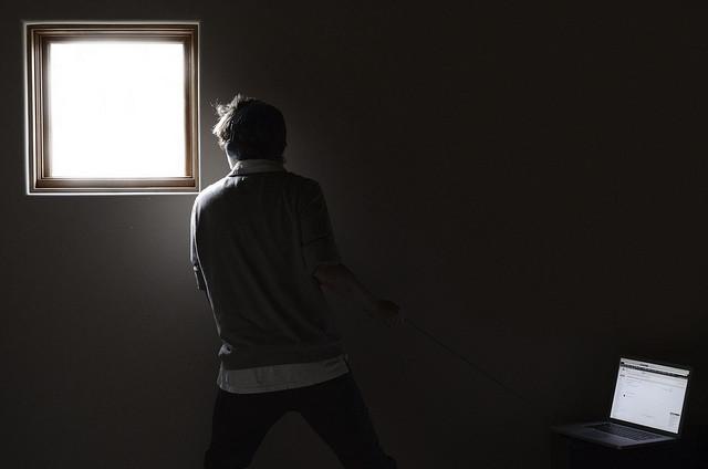 Cómo adecuar la iluminación del espacio donde editas tus fotografías