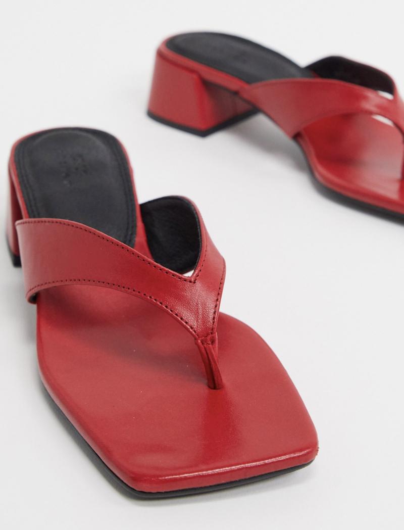 Chanclas rojas de tacón medio en cuero premium Humid de ASOS DESIGN