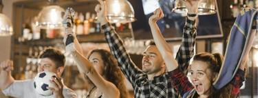Fútbol para bares y hoteles: comparativa de precios y canales disponibles en Movistar, Orange y Vodafone