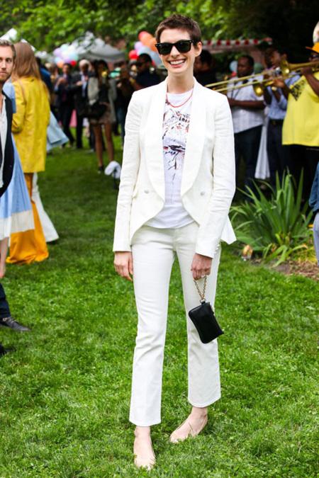 Anne Hathaway Stella