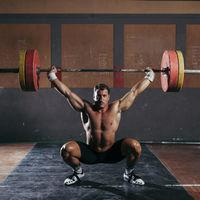 Sentadillas por encima de la cabeza u overhead squats: todo lo que tienes que saber para hacerlas bien