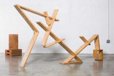 Indra de Bradley Bowers, una estantería dinámica y escultural