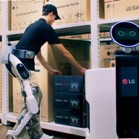 LG se estrena en el mercado de los exoesqueltos con un traje que incluso sería capaz de comunicarse con otros robots
