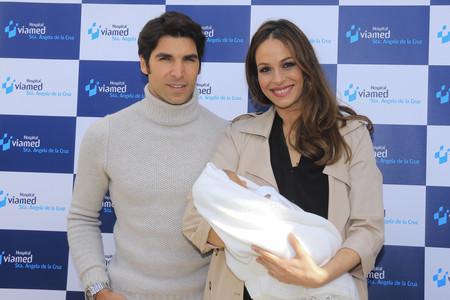 Se nos cae la baba viendo a Eva González presumiendo de bebé
