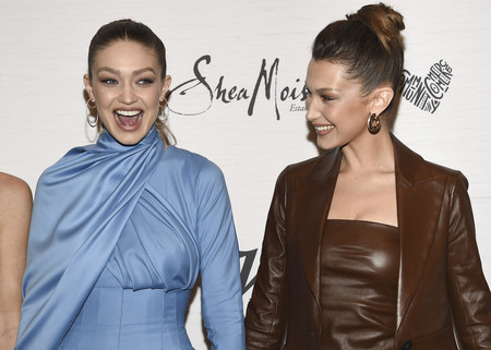 Gigi y Bella Hadid o cómo arrasar en un mismo photocall con looks muy diferentes pero de lo más originales