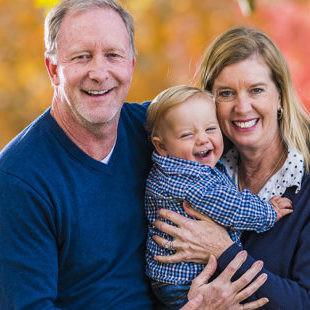 La conmovedora historia de una enfermera que adoptó al bebé que cuidó durante meses en la UCI