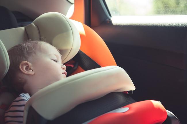 bebé-en-coche