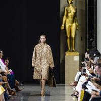 Así fue el segundo día de Paris Fashion Week P/V 2019: Dries Van Noten, Mugler y Rochas conquistan la pasarela