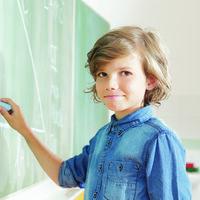 Tiene ocho años y en septiembre empezará la universidad: la importancia de atender las necesidades de los niños superdotados