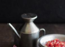 Ensalada de granada, baicon crujiente y mozzarella